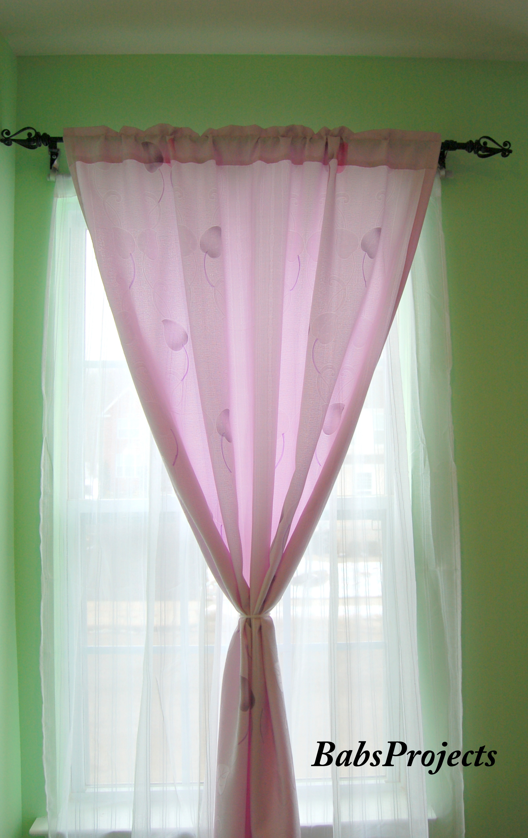 Review and Giveaway for Curtain Caddy - Babs Projects