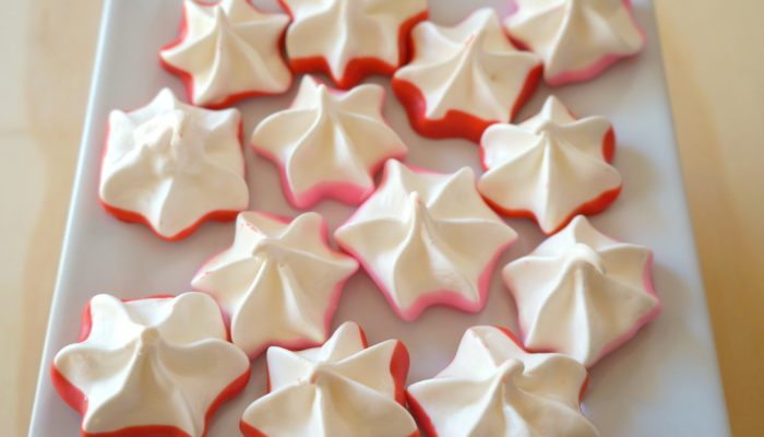 Valentine Meringue Kisses